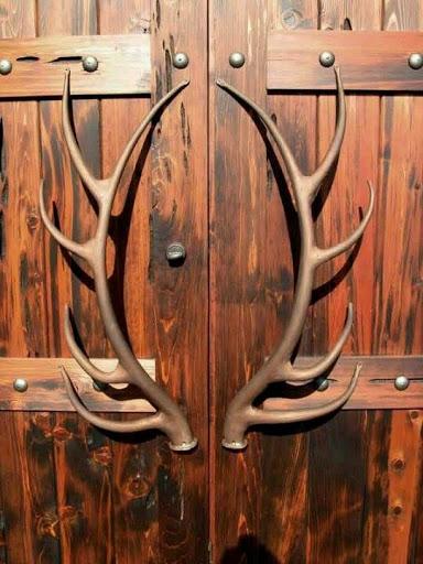 Gagang pintu kayu bertema rustik