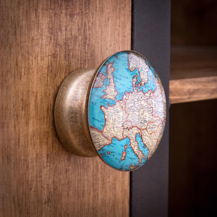 Gagang pintu peta dunia